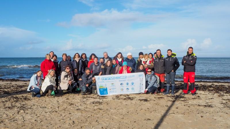 Ramassage de déchets sur la plage- Office de Tourisme La Baule Presqu'île de Guérande